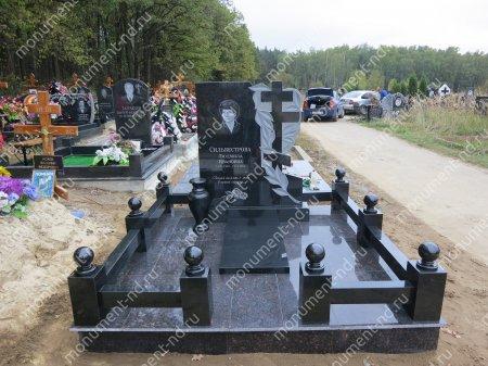 """Мемориальный комплекс НР - 020 """"Под ключ"""" 200х180 см"""