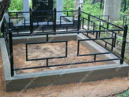 Бетонный цоколь с оградой на могилу БЦО-001 # 2