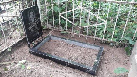 Гранитная табличка на могилу Т-005  Размер: 60х40х2 см. 2