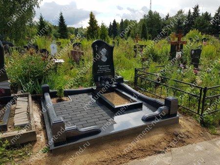 """Мемориальный комплекс НР - 055 """"Под ключ"""" 200х180 см"""
