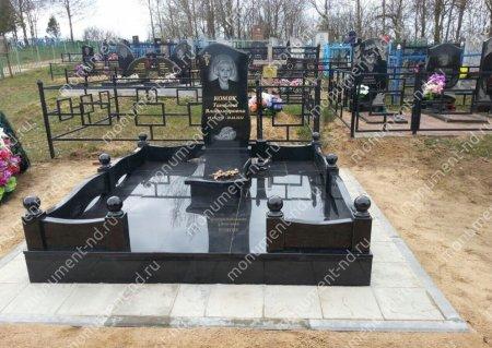 """Мемориальный комплекс НР - 004 """"Под ключ"""" 200х180 см"""