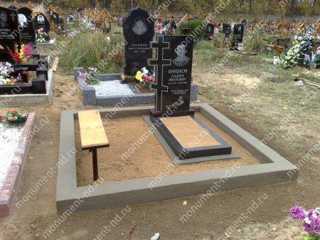 Лавочка сдеревянным верхом на могилу Л-003 2
